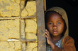Leinwanddruck Bild - Madagascar-shy and poor african girl with headkerchief