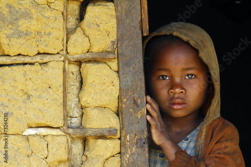 Leinwanddruck Bild Madagascar-shy and poor african girl with headkerchief