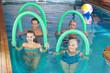 Leinwanddruck Bild - Gruppe macht Aquafitness im Schwimmbad