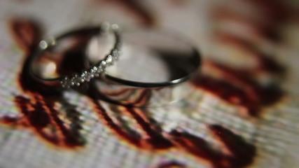 Spinning white gold rings macro