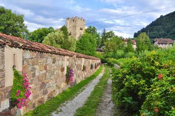 Weg an der Brauerei Forst Südtirol