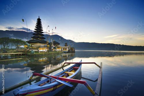Foto op Canvas Indonesië Morning at Ulun Danu Temple, Lake Beratan, Bali
