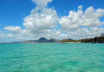île maurice vue depuis l'océan indien