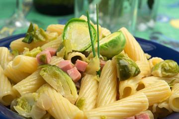 Rigatoni con verdure e prosciutto cotto