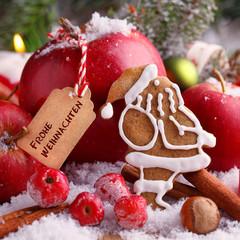 Weihnachtskarte mit Apfel, Nuss und Weihnachtsmann