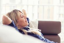 "Постер, картина, фотообои ""Relaxed young woman lying on couch"""