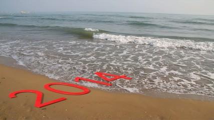 Anno nuovo 2015 con onde mare e spiaggia