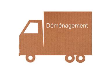 Camion de déménagement en carton