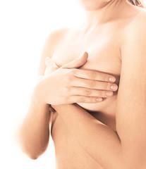 Ragazza con mani sul seno