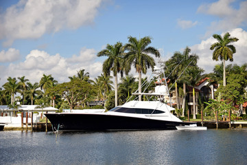 Luxury home and yacht in Florida