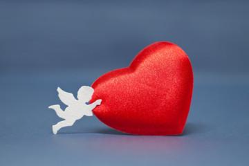 Angelo porta cuore