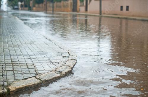 Drops of heavy rain in the city. - 73305030