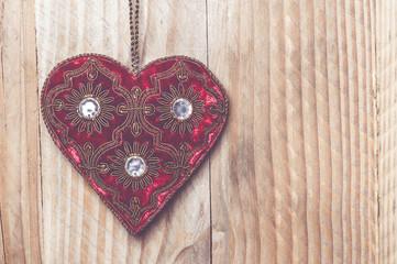 Coeur en velours rouge