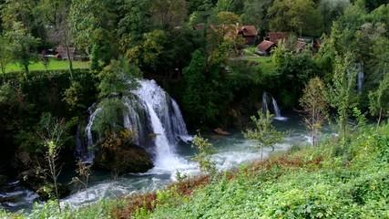 Slunj Wasserfall vid 01
