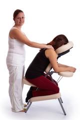 Frau bekommt Indische Kopfmassage