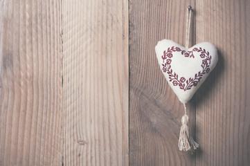 Coeur en tissu brodé