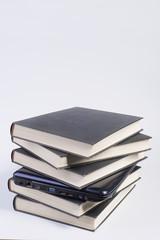 computer portatile tra i libri