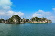 canvas print picture - Insel in der Halong-Bucht