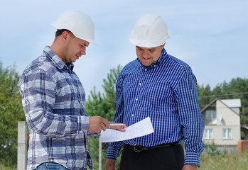 Architect and engineer having a discussion