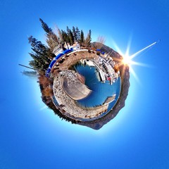 Circular view of a harbor in Big Bear Mountain