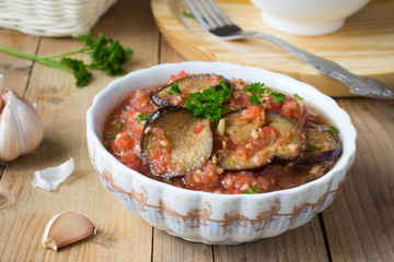 Roasted eggplant pieces with spicy raw tomato dip