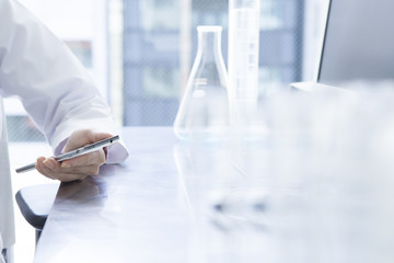 Women who have a cell phone in the laboratory