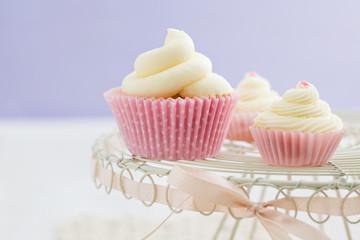 Vanille Cupakes mit Buttercreme Garnierung
