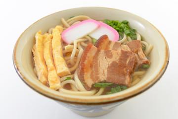 伝統料理の沖縄そば