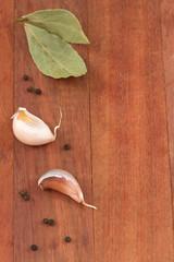 garlic with bay leaf and black pepper