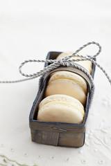 Macarons in Korb verpackt
