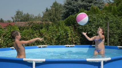 Children playingin the pool