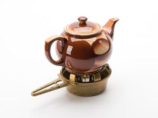 Alte Teekanne mit Messingstövchen