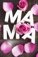 """Schriftzug """"Mama"""" mit Rosen"""