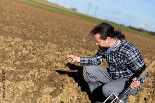 canvas print picture Portrait eines Landwirts auf dem Acker