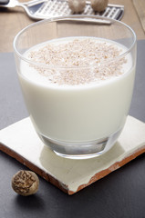 whisky milk cocktail with grated nutmeg