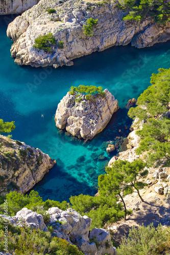 Baignade dans la calanque de Sugiton, Marseille - 73363854