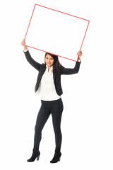 Junge Frau mit Werbeschild