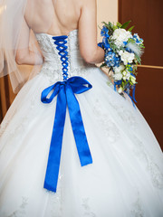 blue corset bride and the bridal bouquet
