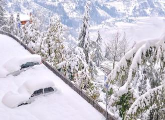 Autovetture sepolte dalla neve