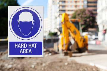 Hard hat area, with text in spanish
