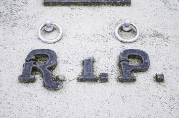 Rip in grave