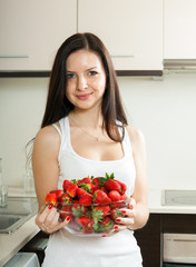 Young girl  with  plate of strawberries