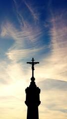 Kreuz und Himmel blau