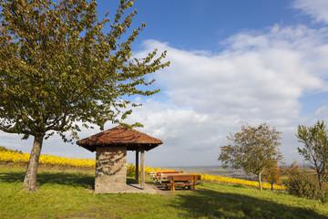 Picknickplatz mit Blick in die Rheinebene