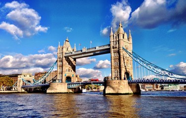 one of the most famous bridge in the UK