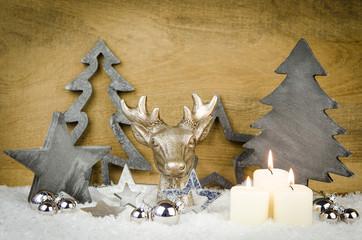weihnachtsarrangement mit hirschgeweih
