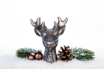 hirschkopf mit weihnachtsdekoration