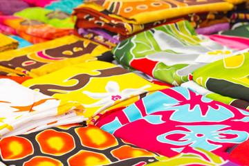 tissu exotique coloré