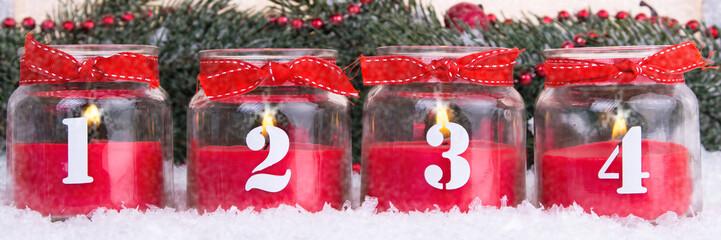 vier adventskerzen im glas mit schleifen