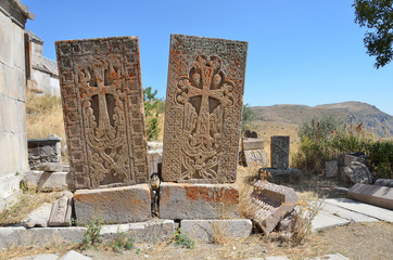 Древние хачкары 5-7 веков в монастыре Тсахацкар в горах Армении